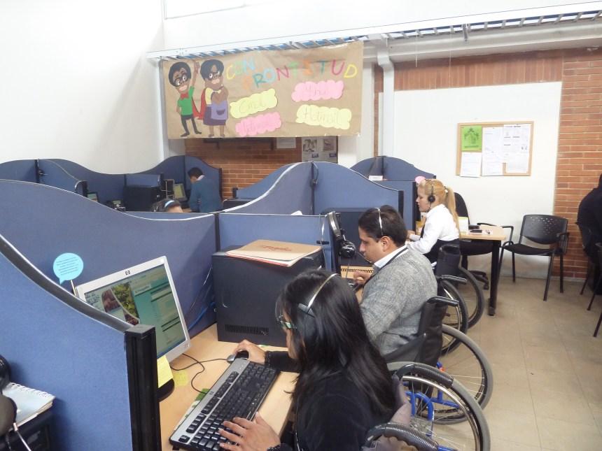 Personas con Discapacidad en entrenaimiento para trabajar en un Call Center