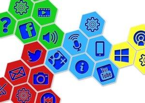 Las-redes-sociales-no-sirven-300x212