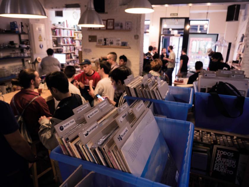 Librería/tienda de discos Molar en la Calle Ruda de Madrid. Fotografía de Luis F. Roncero.