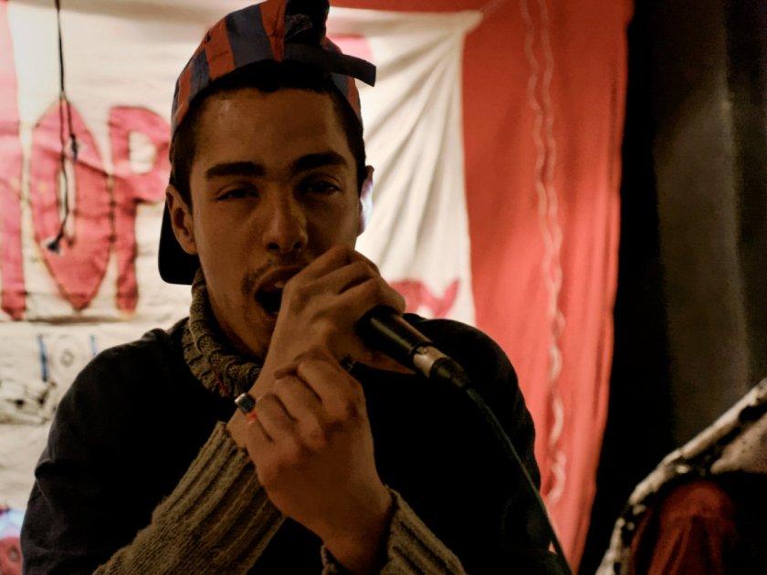 Karim Salah rapeando. Festival Hip Hop Art Of Poetry en Lavapiés, Madrid. Fotografía de Luis F. Roncero.