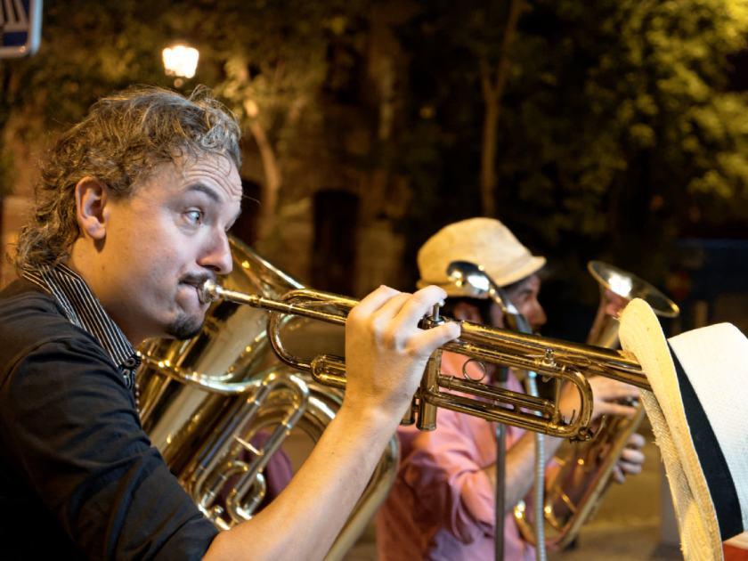Giovanni Carboni, El Hijo del Cura, trompetista de Million Dollar Mercedes Band. Fotografía de Luis F. Roncero.