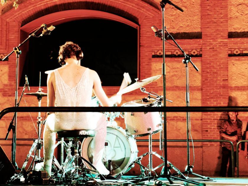 Concierto de Hyperpotamus Matadero Madrid. Jorge Ramírez Escudero a la batería. Fotografía de Luis F. Roncero.