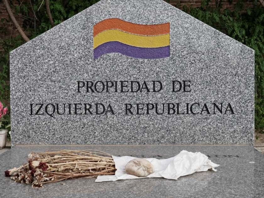 Lapida propiedad de Izquierda Republicana. En el Cementerio Civil de Madrid. Fotografía de Luis F. Roncero.
