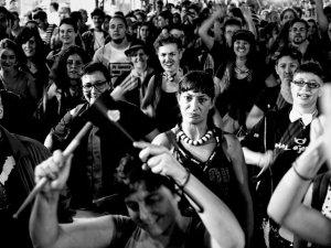 Varios manifestantes tocan percusión en una manifestación por los derechos de los transexuales en Madrid. Manifestación por la despatologización de la transexualidad en Madrid. By Luis F. Roncero