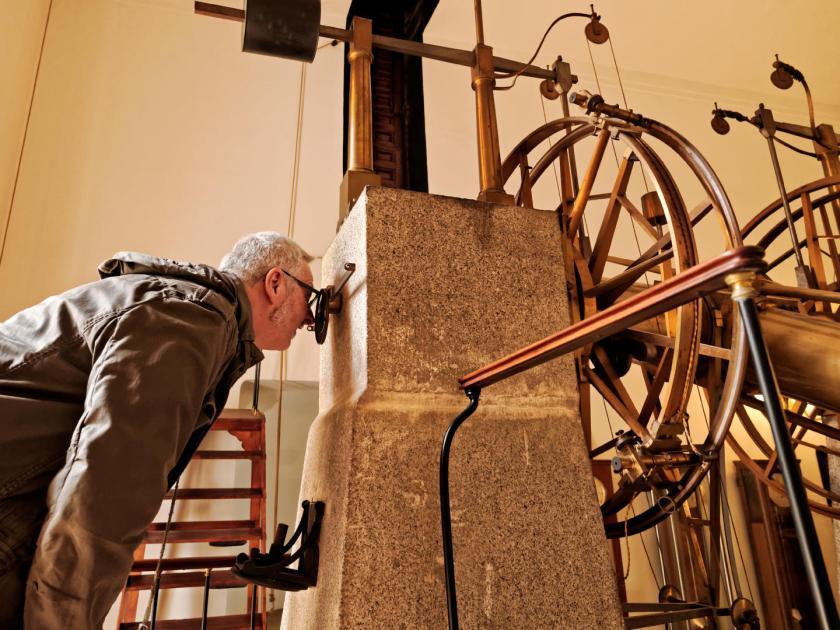 Circulo meridiano de Repsold en el Real Observatorio Astronómico de Madrid. Fotografía de Luis F. Roncero.