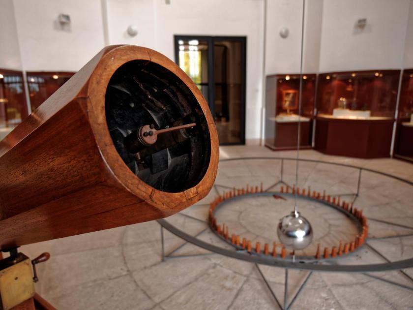 Telescopio newtoniano de William Herschel en el Real Observatorio Astronómico de Madrid. Fotografía de Luis F. Roncero.