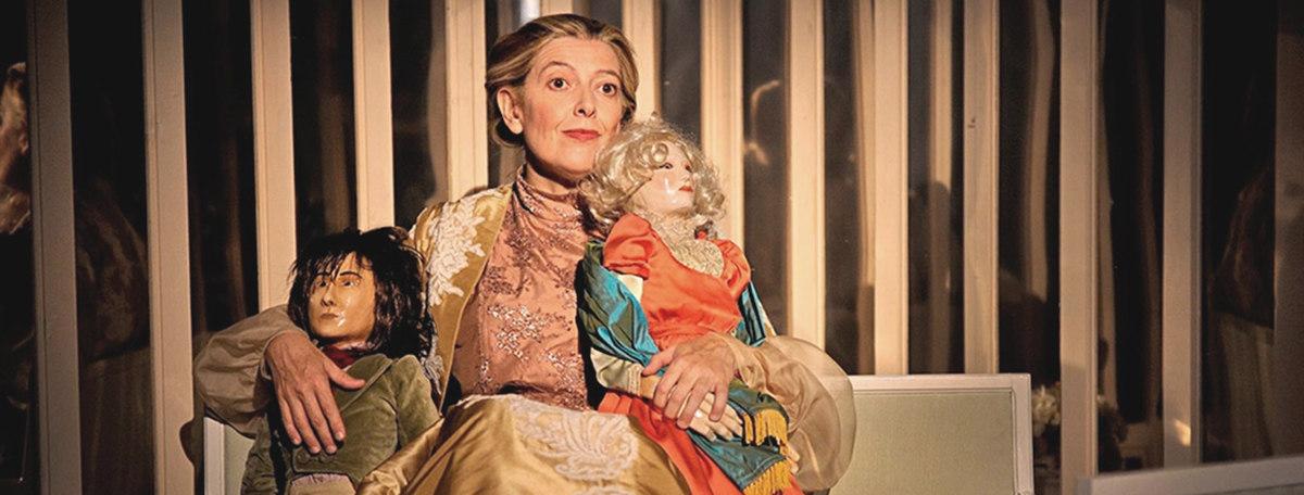 Lina Lambert en Reglas usos y costumbres en la sociedad moderna, una obra de Teatre Tarantantana representada en la Sala La Cuarta Pared
