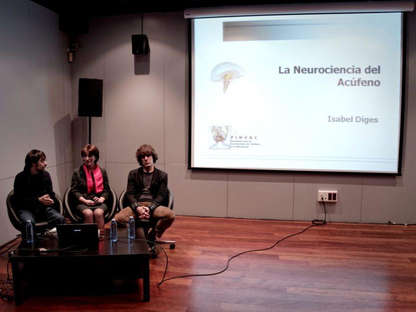 David Arratibel e Isabel Diges durante una conferencia sobre acúfenos en La Casa Encendida durante el Festival Volumen. Fotografía de Luis F. Roncero.