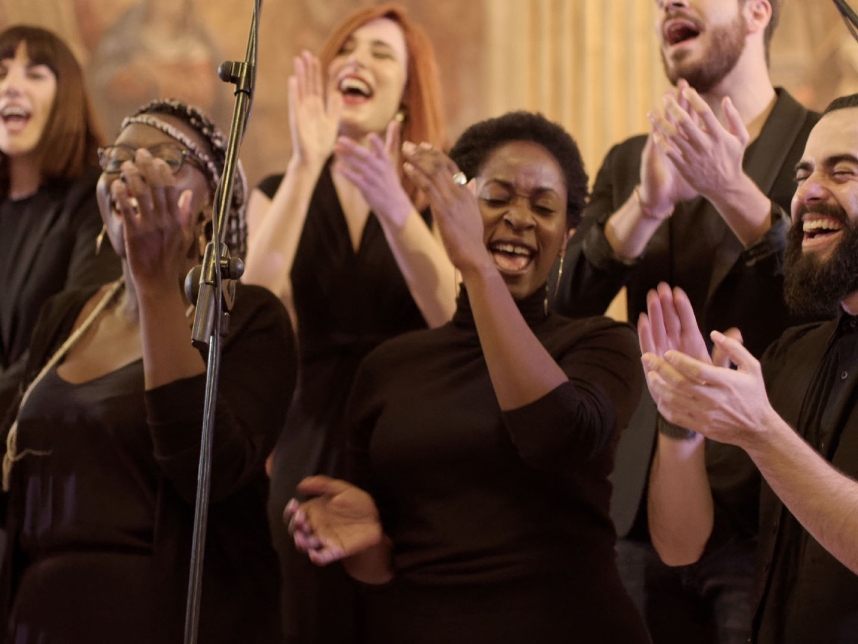 Concierto navideño del coro Gospel Factory en la Parroquia de Nuestra Señora de las Victorias de Madrid. Fotografía de Luis F. Roncero.