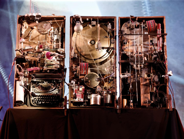 Tres Tristes Truenos, la orquesta mecánica creada por Cabo San Roque. En el Festival Frinje de Matadero Madrid. Fotógrafo: Luis F. Roncero.