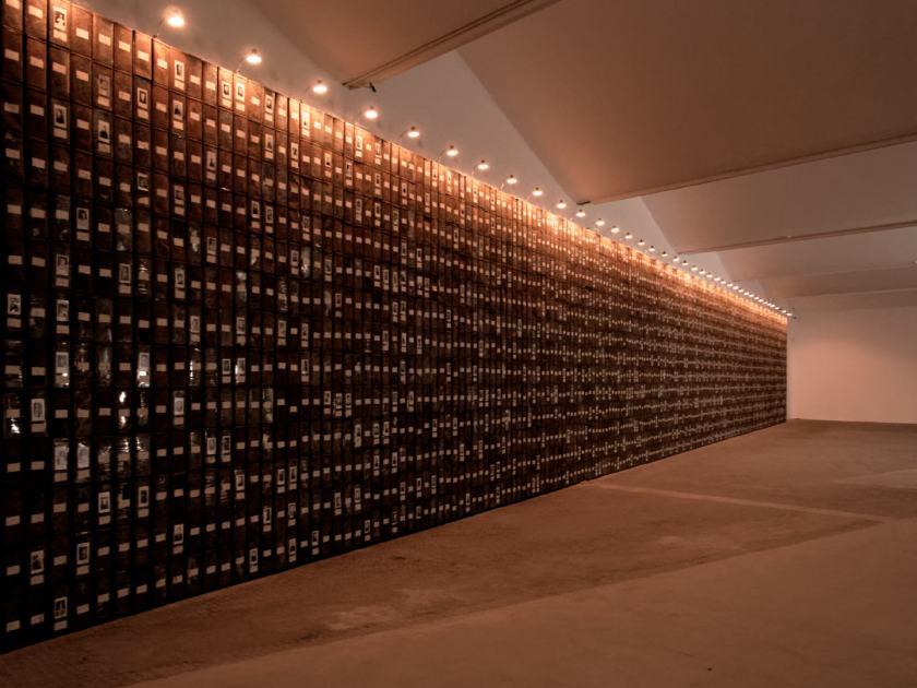 Les registres du Grand-Hornu. Una instalación de Christian Boltanski dedicada a los trabajadores de la mina. En El Instante Fundación, Madrid. Fotografía de Luis F. Roncero.