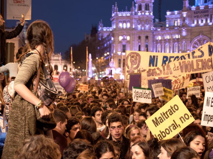 Manifestación feminista en la Calle Alcalá de Madrid el Día Internacional de la Mujer. Fotografía de Luis F. Roncero.