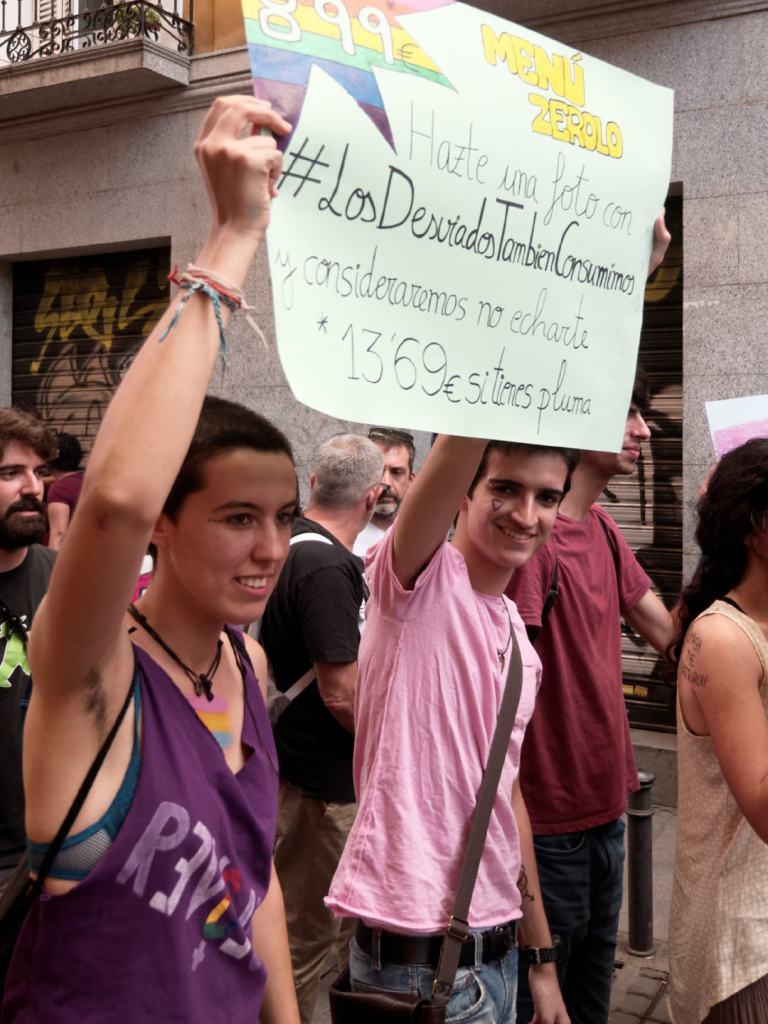 Pancarta contra el capitalismo gay. Manifestación del Orgullo Crítico en Madrid. Fotografía de Luis F. Roncero.