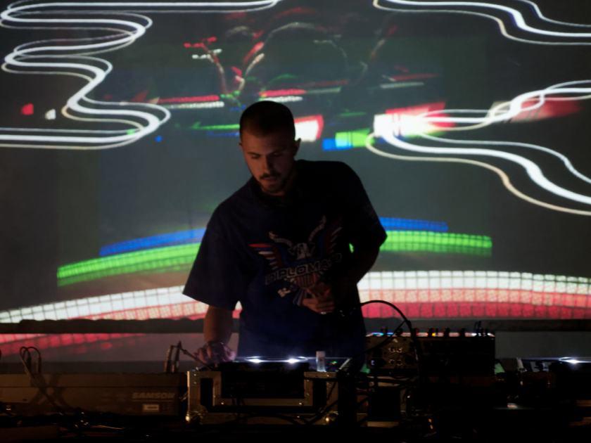 Snowy Beatz DJ en Abierto x Obras, Matadero Madrid. Fotografía de Luis F. Roncero.