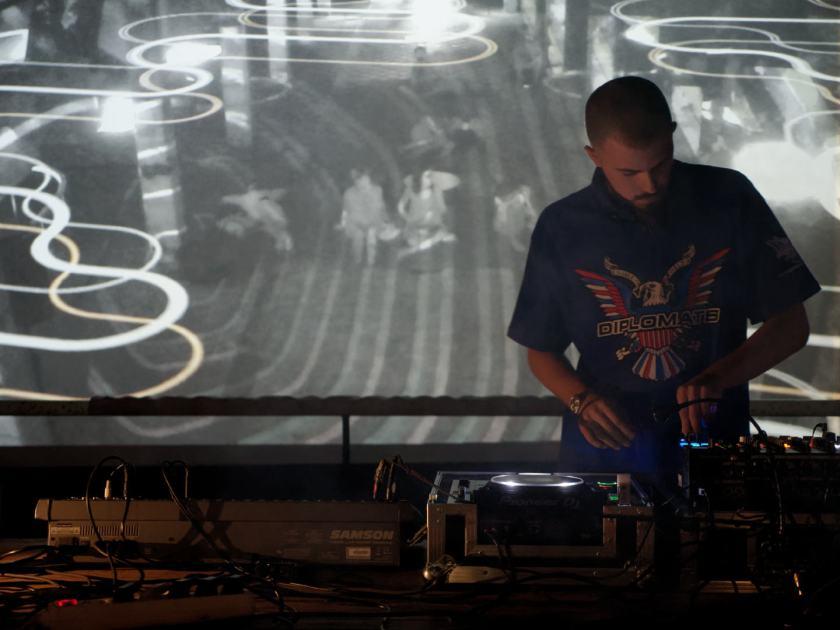 Snowy Beatz concierto en Abierto x Obras, Matadero Madrid. Fotografía de Luis F. Roncero.