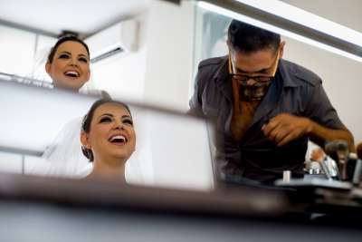 Getting Ready by Luis Ibarra Wedding Photographer in Mexico