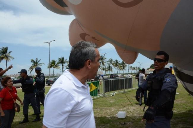 …E o mesmo Jardim, com o mesmo policial, sábado: ataque à liberdade de expressão