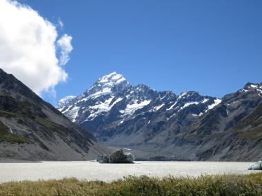 Mt. Cook, im Vordergrund sieht man einen Gletschersee!
