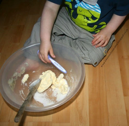 Recipe: Spring Inspired Shortbread Biscuits at https://lukeosaurusandme.co.uk