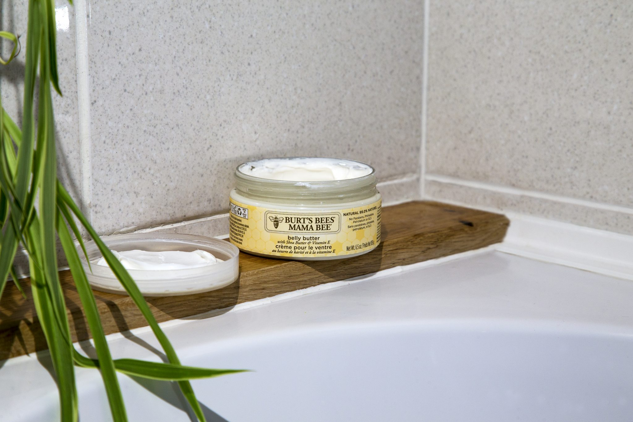 Burt's Bees Mama Bee takes the stress out of chosing that perfect belly butter for a mum to be. For use during and after pregnancy to help keep skin soft and stretchy. Burt's Bees Mama Bee makes the perfect Valentine's Day gift for any pregnant mums. See full Valentine's Day gift guide for pregnant women at https://lukeosaurusandme.co.uk