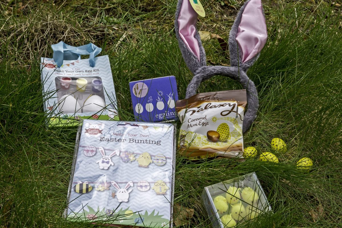5 easy Easter kids crafts and activities to do during the Easter holidays. For more ideas on what to do with the children during the Easter holidays, visit the blog at https://lukeosaurusandme.co.uk