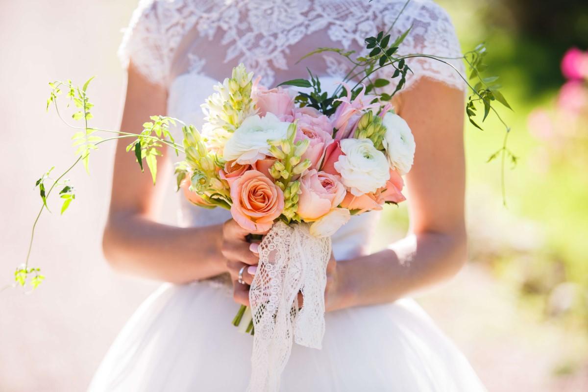 Wedding dress tips for pregnant brides