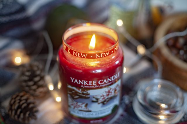 Christmas Gingerbread scented yankee candle