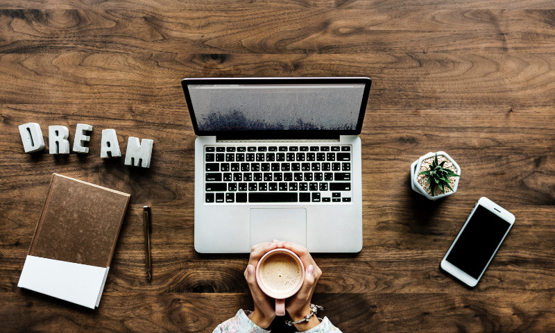 How can you work from home as a new or expectant mother? Read more at https://lukeosaurusandme.co.uk