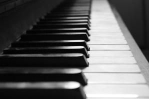 Klavier Schwarz-Weiß