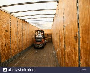 usa-california-santa-ana-forklift-truck-inside-trailer-cfm49x