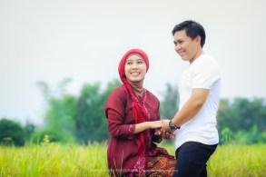 Foto prewedding di sawah