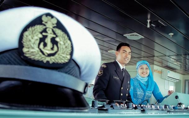 foto prewedding di kapal angkatan laut