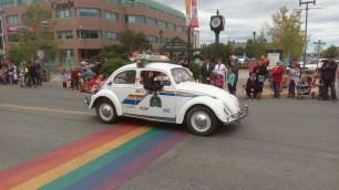Ein offizielles Fahrzeug der kanadischen Polizei scheint dieser alte VW Kaefer zu sein. Voll einsatzfaehig mit Sirenen und Blaulicht.