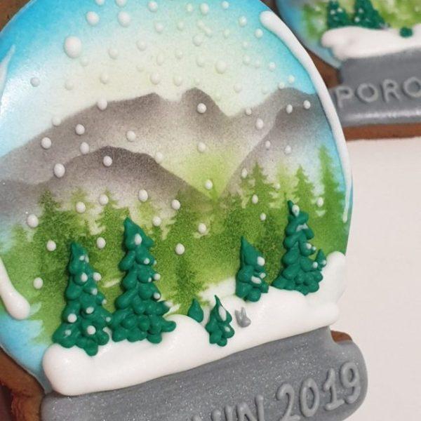 Pierniki reklamowe - Kula śniegowa z Logo, pierniki bożonarodzeniowe, lukrowane pierniczki, pierniki reklamowe, świąteczne pierniki, pierniki ozdobne, pierniczki personalizowane - basia sweets
