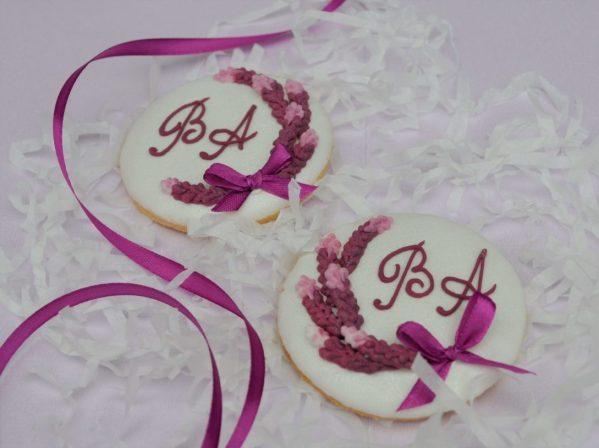lawendowe ciasteczka ślubne z inicjałami, podziękowania dla gości na ślub, podziękowania na ślub, lukrowane ciasteczka - Basia sweets