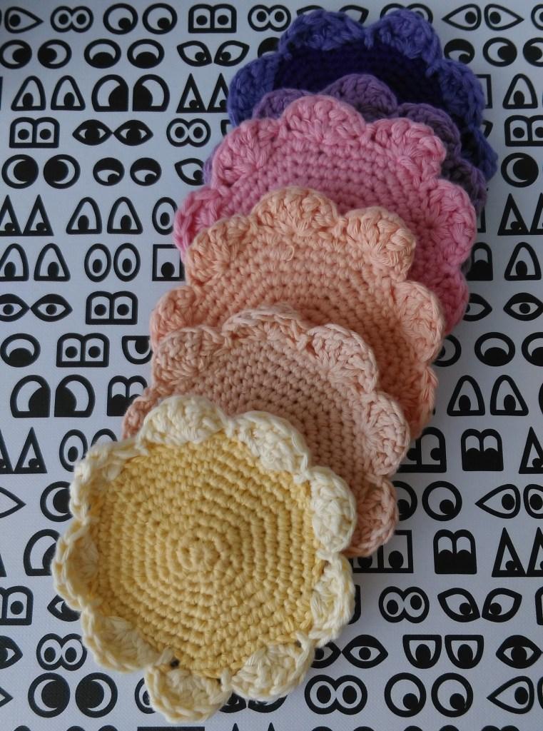 fleurs sous verres au crochet
