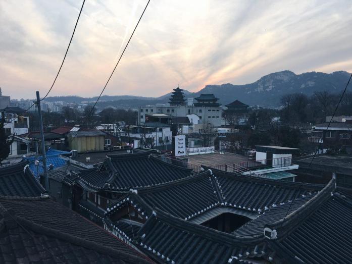 Bukchon Hanok Village in Seoul © Luisa Sancelean