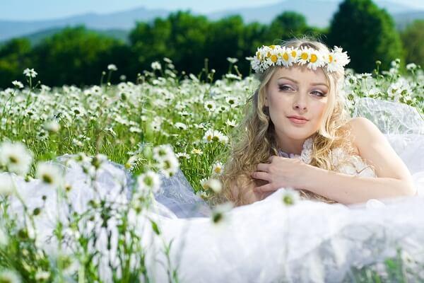 Невеста в венке из ромашек