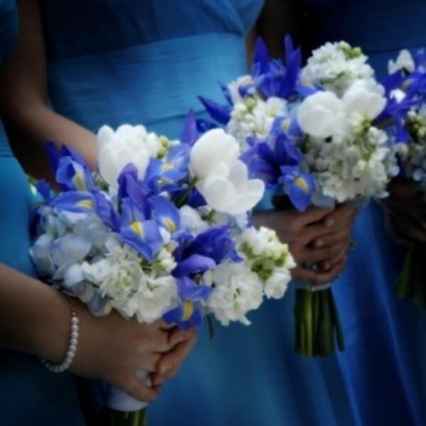 Для синего платья - сине-белый букет
