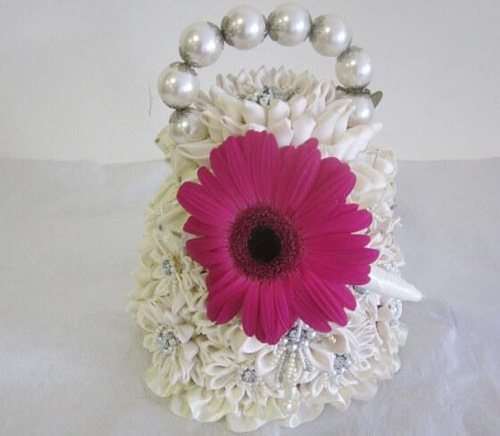 Герберы - великолепное украшение для свадебных аксессуаров