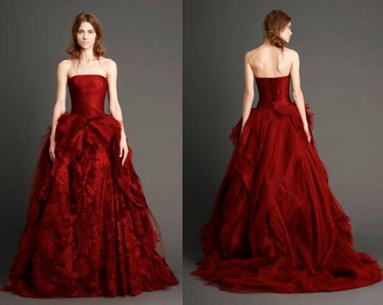 Пышное свадебное платье бордового цвета от Веры Вонг