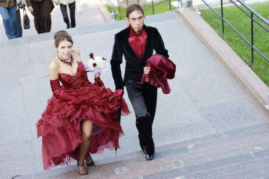 костюмы молодоженов на свадьбе в стиле Мулен Руж