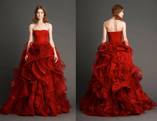 Пышное красное свадебное платье с воланами от Веры Вонг