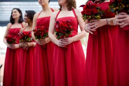 Одежда для свадьбы в красном стиле