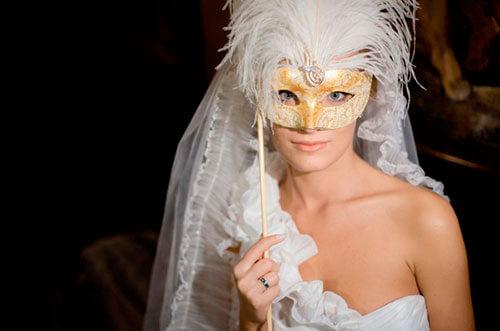 обворожительная невеста в маске