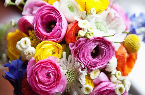 Свадебный букет из ярких цветов