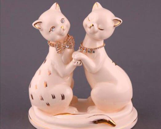 Подарок на фарфоровую свадьбу: статуэтки кошечки