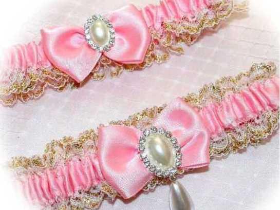 розовые подвязки для невесты