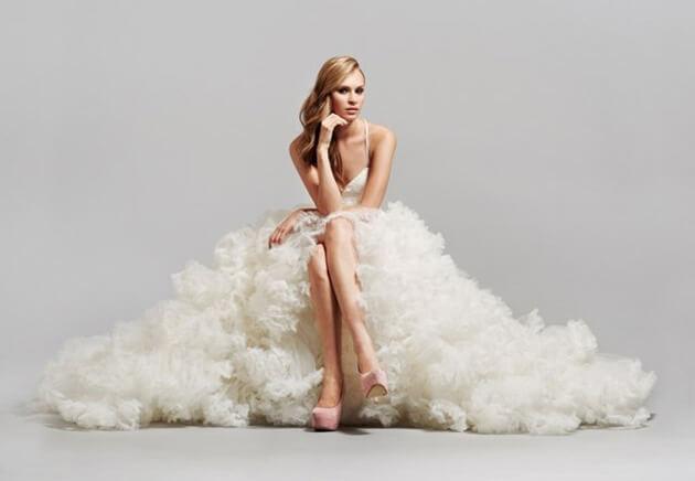 Длинное дорогое свадебное платье
