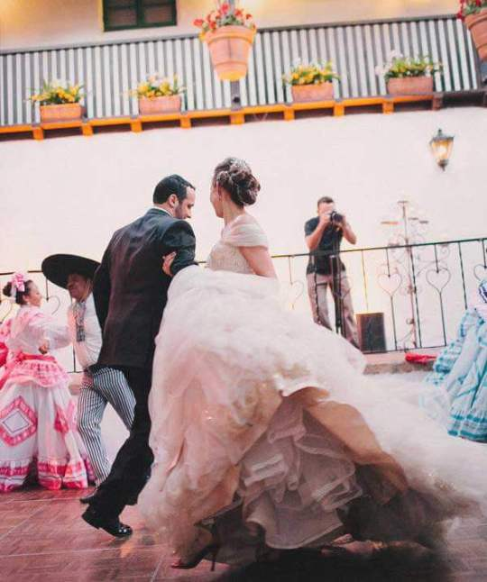 танец молодоженов на свадьбе